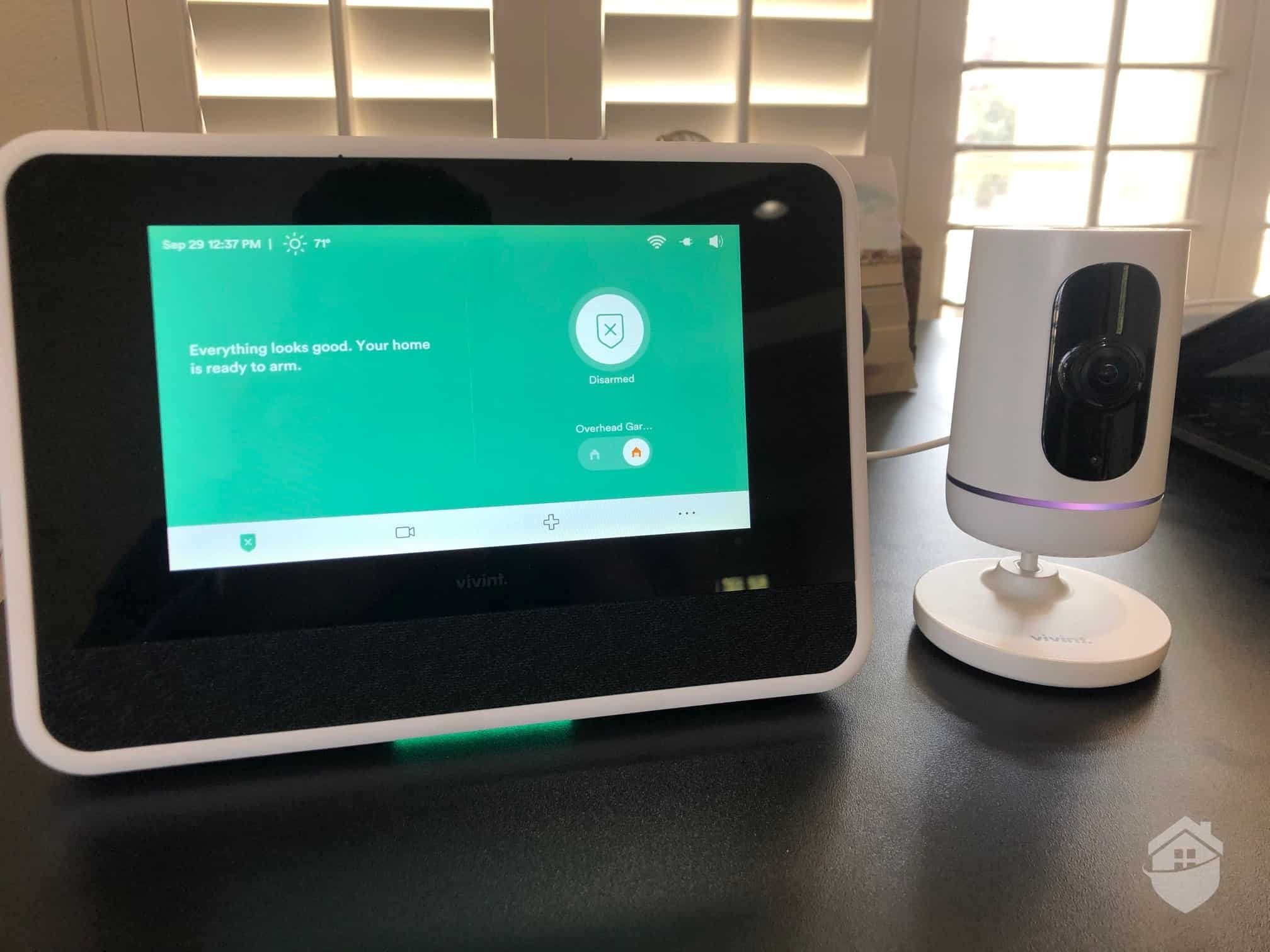Vivint Smart Hub and Ping Indoor Camera