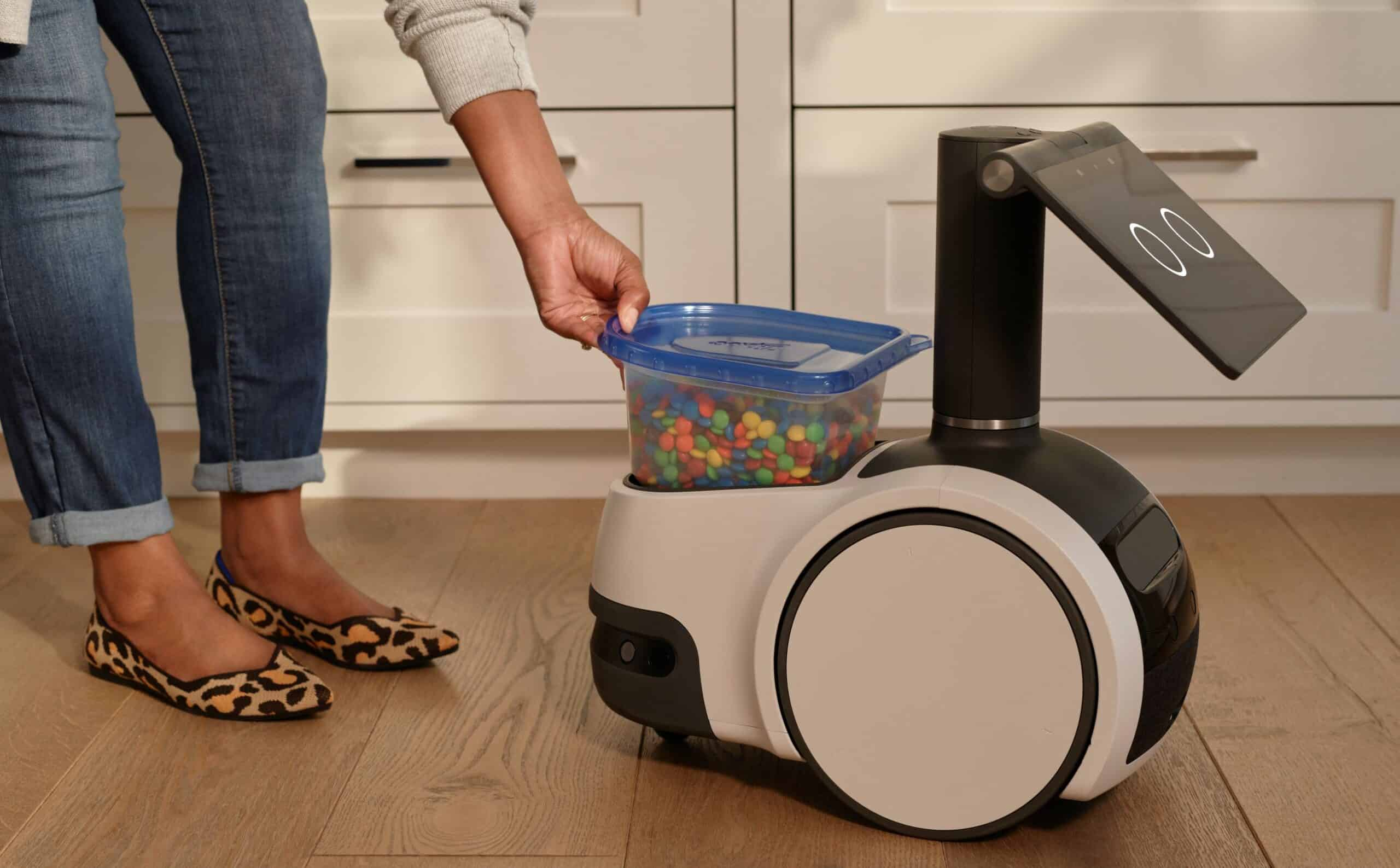 Astro can deliver food and other products from one room to another. (Photo: Amazon)